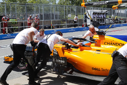 Engineers recover Fernando Alonso, McLaren MCL33, from the pit lane