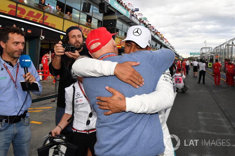 Pole sitter Lewis Hamilton, Mercedes-AMG F1 celebrates in parc ferme with Niki Lauda, Mercedes AMG F