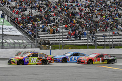 Kyle Busch, Joe Gibbs Racing Toyota, Aric Almirola, Richard Petty Motorsports Ford, Jamie McMurray, Chip Ganassi Racing Chevrolet