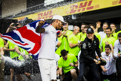Segundo Valtteri Bottas, Mercedes AMG F1, Campeón del Mundo 2017 Lewis Hamilton, Mercedes AMG F1