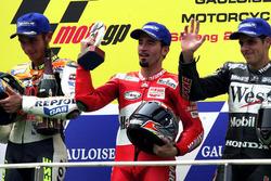 Podium: 1. Max Biaggi; 2. Valentino Rossi; 3. Alex Barros