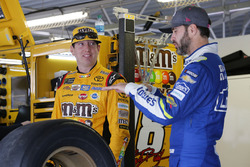Kyle Busch, Joe Gibbs Racing Toyota Jimmie Johnson, Hendrick Motorsports Chevrolet