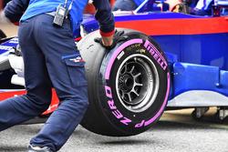 Scuderia Toro Rosso STR13 front wheel