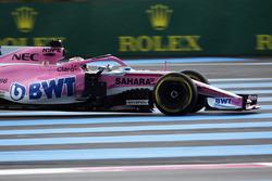 Sergio Perez, Force India VJM11 runs wide