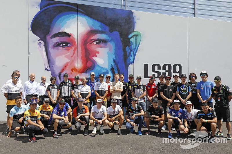 Foto con todos los pilotos