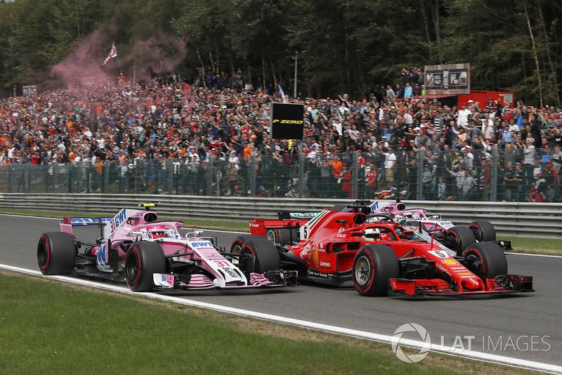 Esteban Ocon, Racing Point Force India VJM11, Sebastian Vettel, Ferrari SF71H, Lewis Hamilton, Mercedes AMG F1 W09 y Sergio Perez, Racing Point Force India VJM11 al inicio