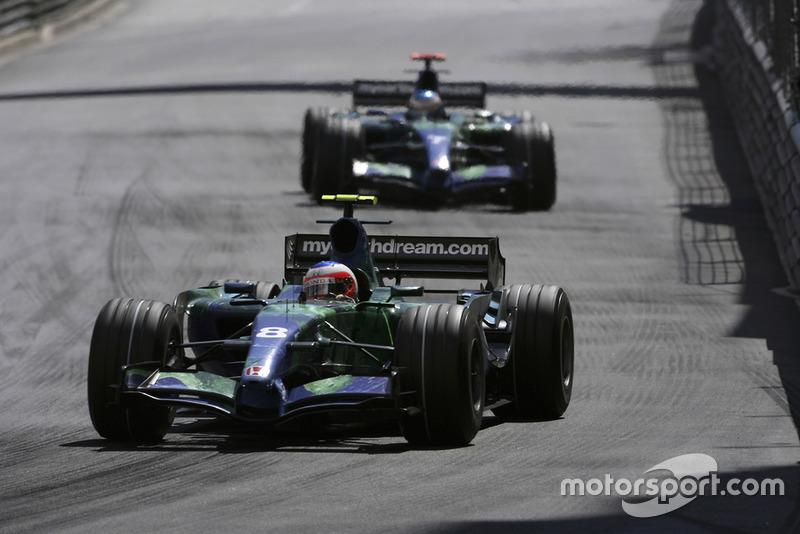 Rubens Barrichello, Honda RA107, devance son coéquipier Jenson Button, Honda RA107