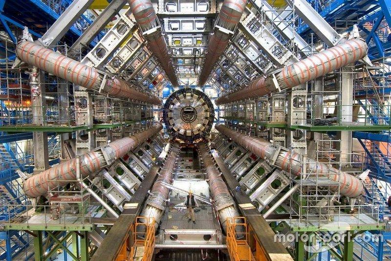 Еще не был построен Большой адронный коллайдер