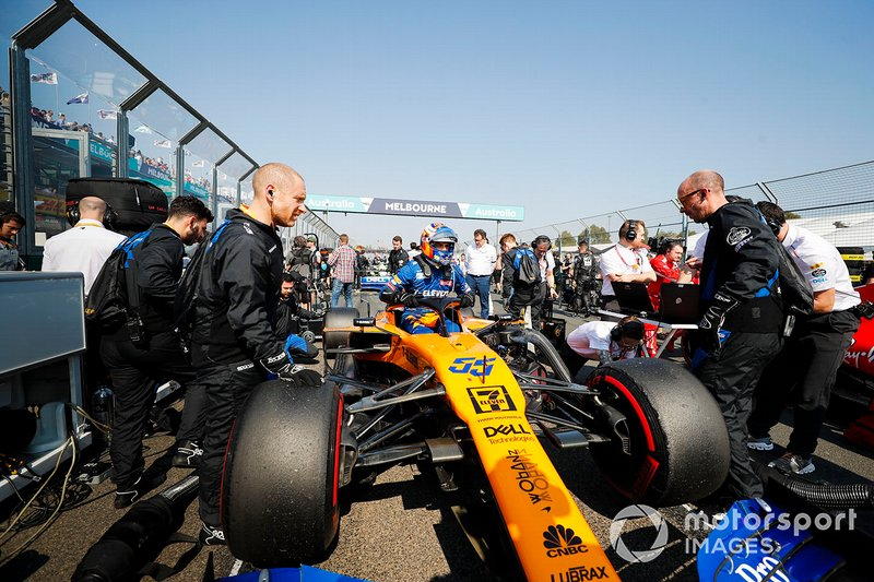Carlos Sainz Jr., McLaren MCL34 on the grid