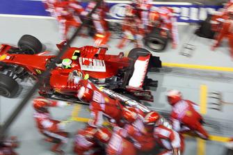 Pitstop para Felipe Massa, Ferrari F2008 es lanzado demasiado pronto