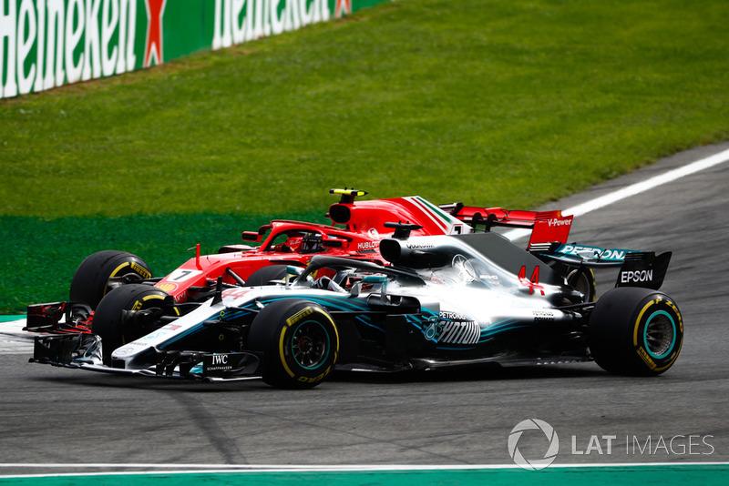 Hamilton Raikkonen'e atak yapıyor