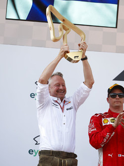 Jonathan Wheatley, Team Manager, Red Bull Racing, lifts the Constructors trophy on the podium