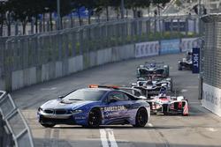إنطلاق السباق خلف سيارة الأمان
