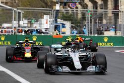 Валттери Боттас, Mercedes AMG F1 W09, Даниэль Риккардо и Макс Ферстаппен, Red Bull Racing RB14