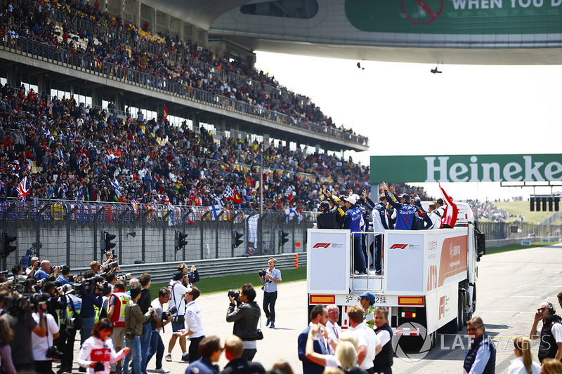 The drivers' parade commences