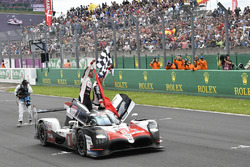 #8 Toyota Gazoo Racing Toyota TS050: Sébastien Buemi, Kazuki Nakajima, Fernando Alonso celebrate the win on the track