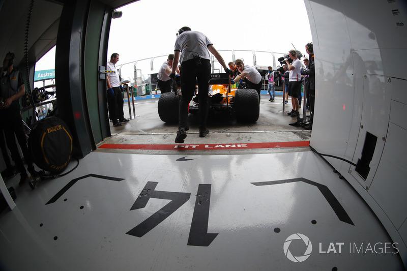 Fernando alonso mclaren mcl33 renault revient dans son for Garage formule m