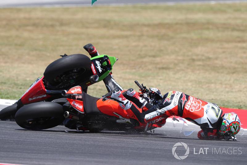 Chaz Davies, Ducati Team, Jonathan Rea, Kawasaki Racing, caída