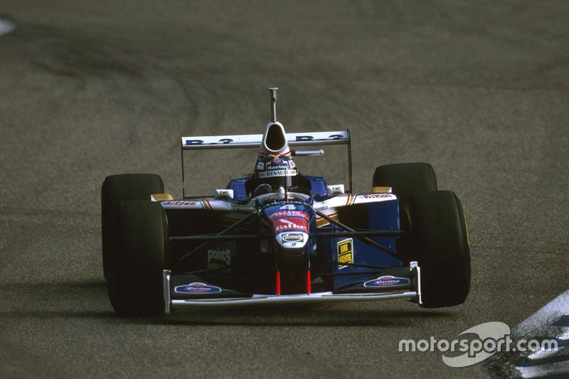 Heinz-Harald Frentzen, FW1 Williams falló al final después de un choque con Irvine