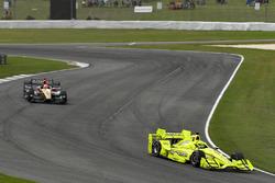 Simon Pagenaud, Team Penske Chevrolet, James Hinchcliffe, Schmidt Peterson Motorsports Honda