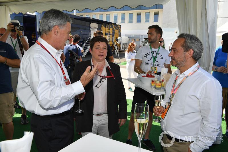 Carbon Champagne Recepción de los medios de comunicación
