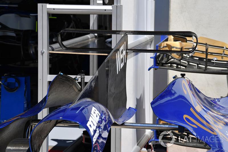 Sauber C36: Motorenabdeckung