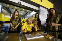 Gabriele Tarquini, LADA Sport Rosneft, Lada Vesta with Grid girls