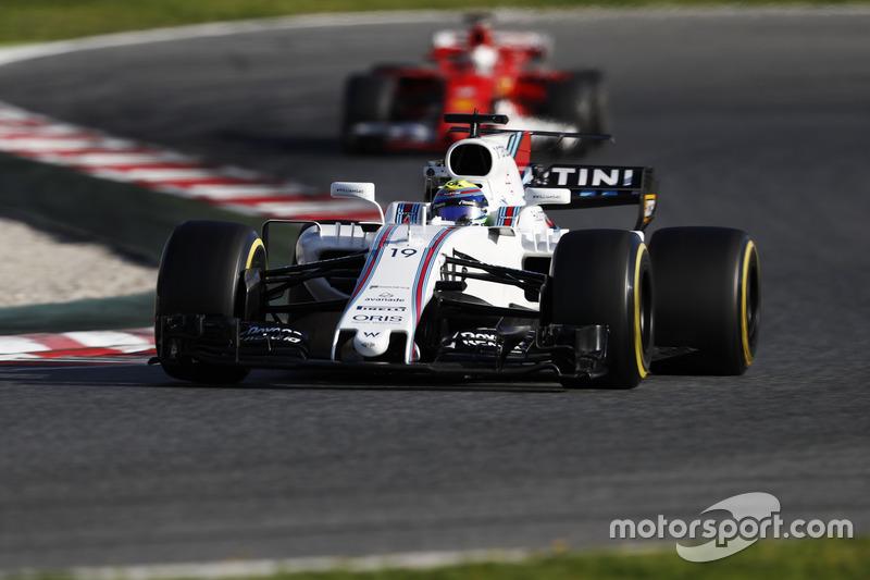 Феліпе Масса, Williams FW40, випереджає Себастьяня Феттеля, Ferrari SF70H