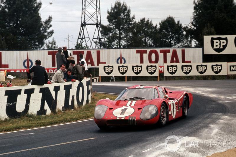 1967 год. Экипаж Эй-Джей Фойта и Дэна Герни, Ford GT40 Mk4