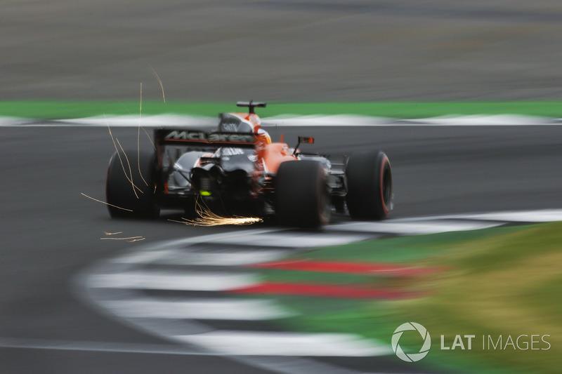 Funkenflug: Fernando Alonso, McLaren MCL32