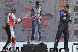 GT Cup podium: juara lomba Alec Udell, peringkat kedua Sloan Urry, peringkat ketiga Corey Fergus