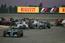 Start action: Nico Rosberg, Mercedes AMG F1 Team W07, Valtteri Bottas, Williams FW38 and Lewis Hamil