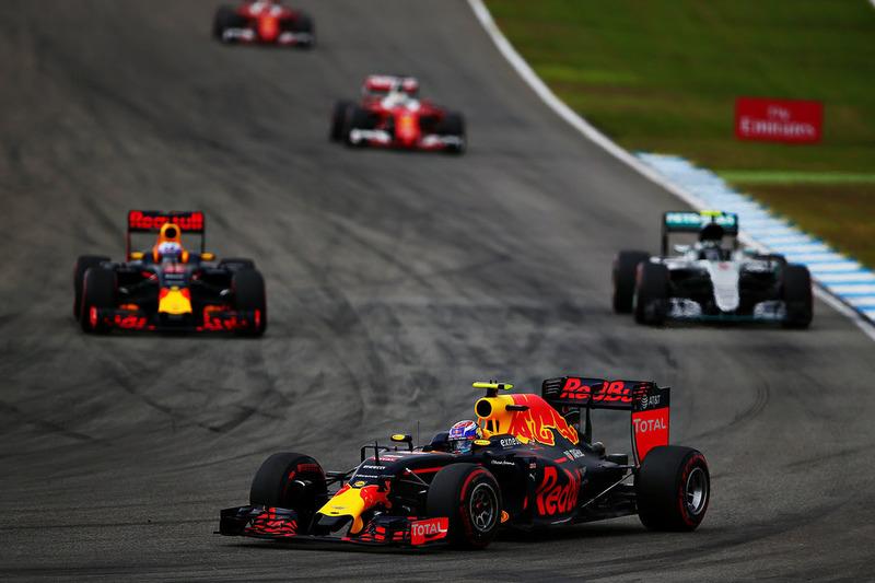 Даниэль Риккардо, Red Bull Racing RB12, Нико Росберг, Mercedes AMG F1 W07 Hybrid и Макс Ферстаппен, Red Bull Racing RB12