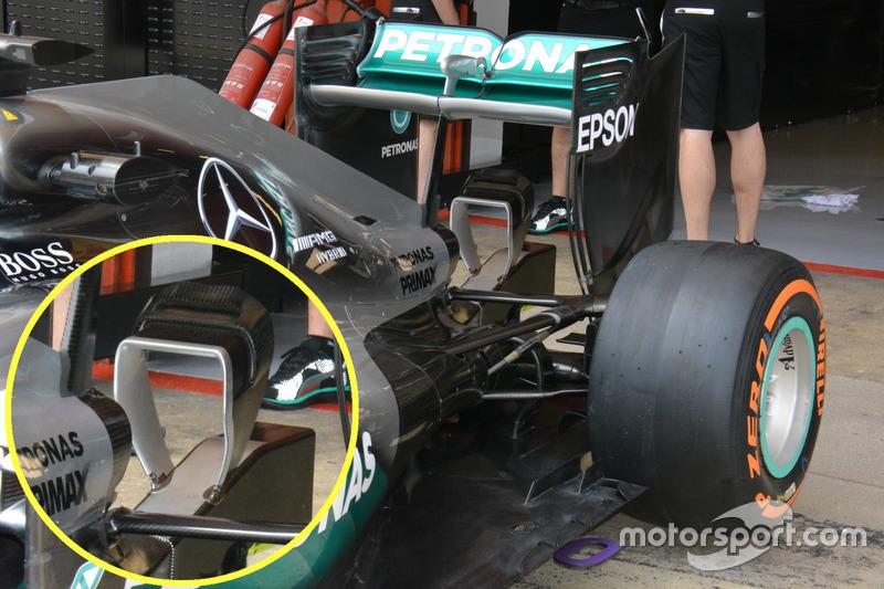Mercedes AMG F1 W07, l'ala posteriore e il monkey sit