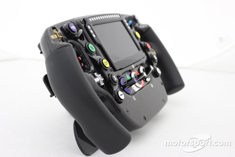McLaren Honda MP4-30, Lenkrad
