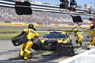 Erik Jones, Joe Gibbs Racing, Toyota Camry DeWalt, makes a pit stop