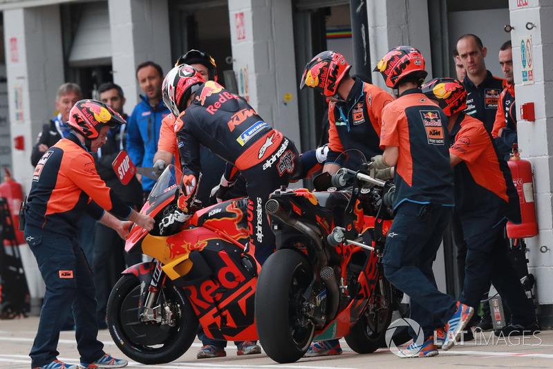 Loris Baz, Red Bull KTM Factory Racing (1 kelecakaan)