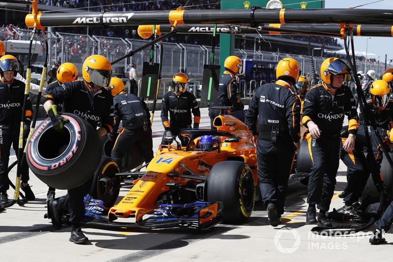 Fernando Alonso, McLaren MCL33, abandonne