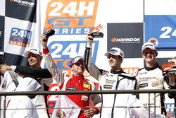 Podio: al secondo posto #12 Manthey Racing Porsche 991 GT3 R: Otto Klohs, Lars Kern, Mathieu Jaminet, Sven Müller