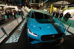 """Il lancio del Jaguar I-Pace eTrophy presentato dal celebre """"Bibendum"""" di Michelin"""