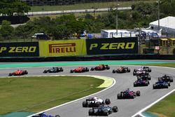 Sebastian Vettel, Ferrari SF70H mène au départ