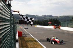 Race winnaar Mick Schumacher, PREMA Theodore Racing Dallara F317 - Mercedes-Benz
