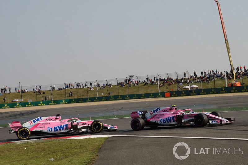 Esteban Ocon, Force India VJM11 and Sergio Perez, Force India VJM11