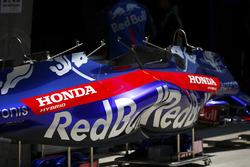 Toro Rosso Honda bodywork in de pits