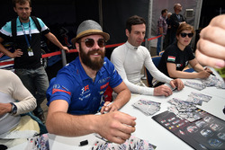 Autogrammstunde: Stefano Comini, Comtoyou Racing, Audi RS3 LMS