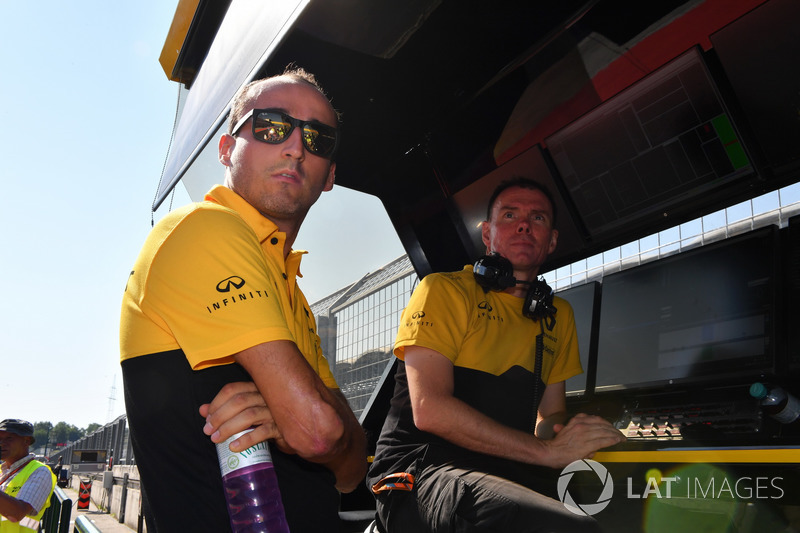 Robert Kubica, Renault Sport F1 Team and Alan Permane, Renault Sport F1 Team Race Engineer