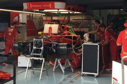 Зміна двигуна на Ferrari SF70H Себастьяна Феттеля