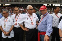 Невиконавчий директор Mercedes AMG F1 Нікі Лауда, прем'єр-міністр Малайзії Наїб Разак