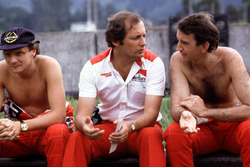 Ron Dennis, McLaren-Ford Cosworth, with his drivers Niki Lauda (left) and John Watson