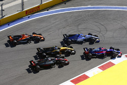 Romain Grosjean, Haas F1 Team VF-17; Jolyon Palmer, Renault Sport F1 Team RS17